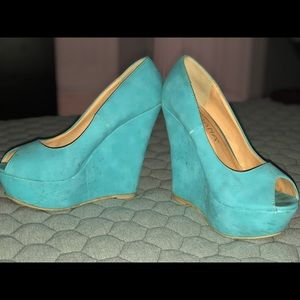 Turquoise wedges by Liliana, size 8.